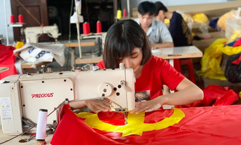 Flag maker, flag producer